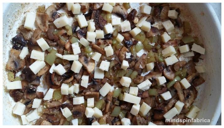 Μανιτάρια, πιπεριά, γραβιέρα για ομελέτα φούρνου