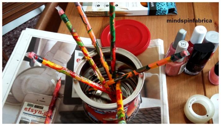 Diy πολύχρωμα μολύβια με βερνίκια νυχιών_mindspinfabrica